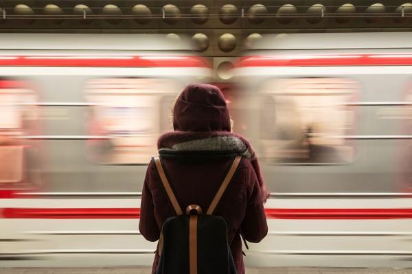 train-2593687_1920