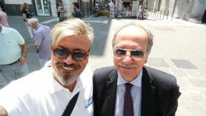 Il Presidente dell'Enas Ugl Stefano Cetica al gazebo di piazza Garibaldi, Napoli